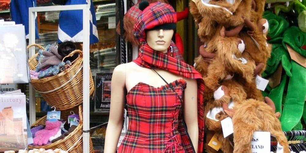 Tiendas de ropa y zonas comerciales de la capital de Escocia