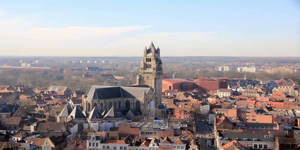 La catedral es una de las cosas que ver en Brujas en 1 día