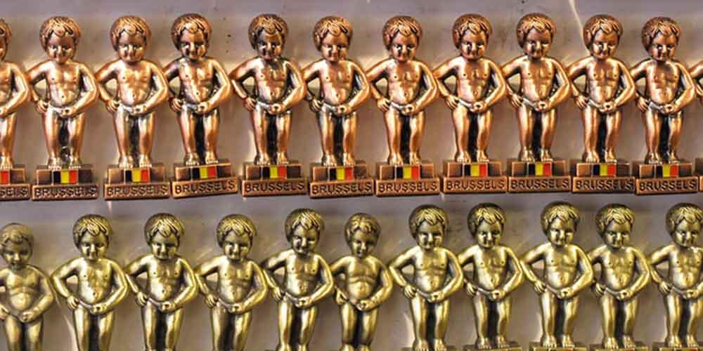 Centro histórico de Bruselas. Estatuillas decorativas del Manneken Pis.