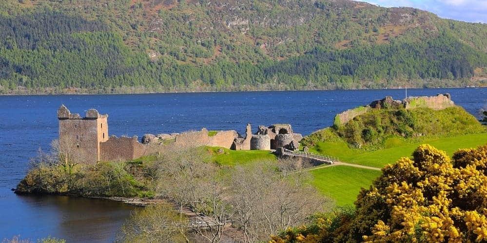 Castillo de Urquhart junto al Lago Ness de Scotland