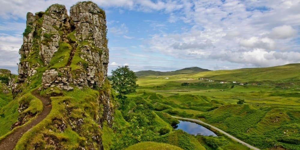 Visitar el Fairy Glen o Valle de las hadas es una de las cosas que hay que hacer en isla de skye