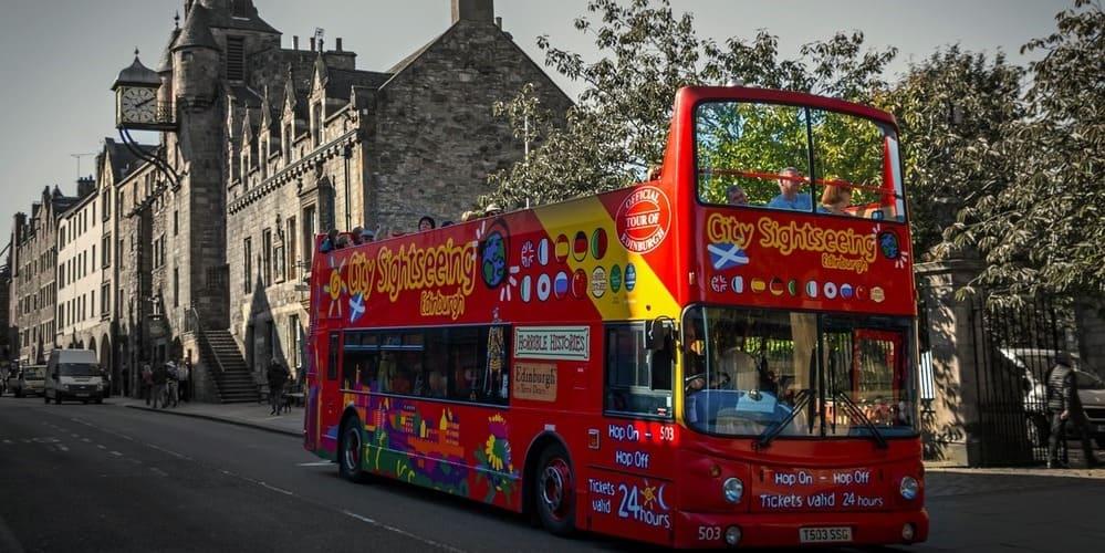 Conoce todo lo que puedes hacer en la calle más famosa de la capital de Escocia