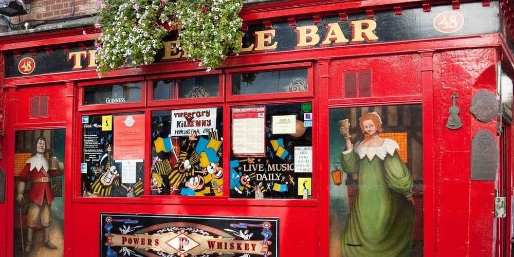 Conoce todo sobre el Temple Bar de Dublín, la zona de bares más famosa de la ciudad