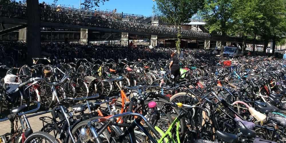 Parking de bicicletas en Ámsterdam