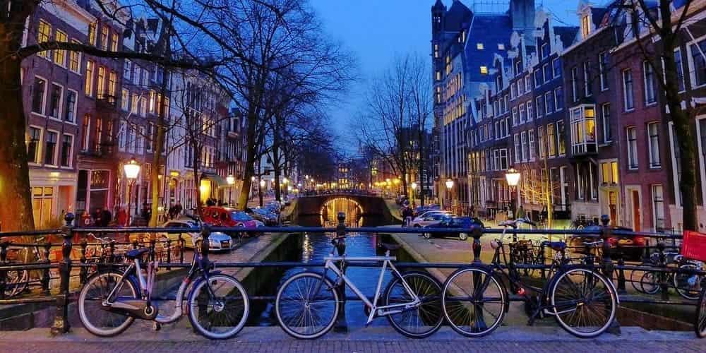 Rutas y circuitos para hacer en bicicleta por la capital de Holanda
