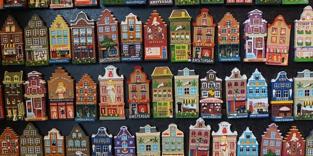 Casas decorativas en un mercado de Ámsterdam