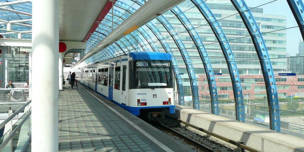 cómo ir al centro de la capital de Países Bajos desde la estación de trenes