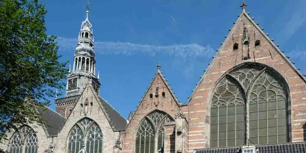 La iglesia más antigua en el barrio rojo de Ámsterdam.