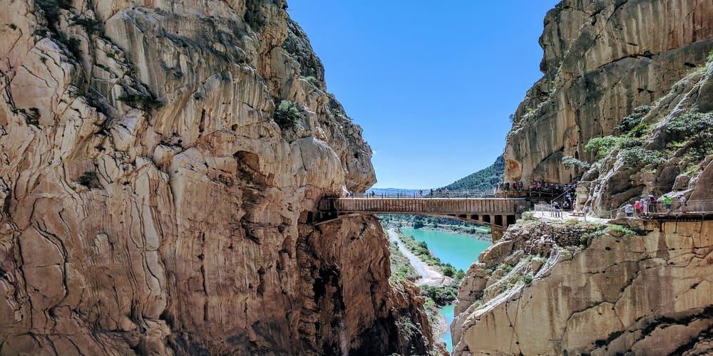 Imagen de la pasarela a 105 metros de altura del Caminito del Rey