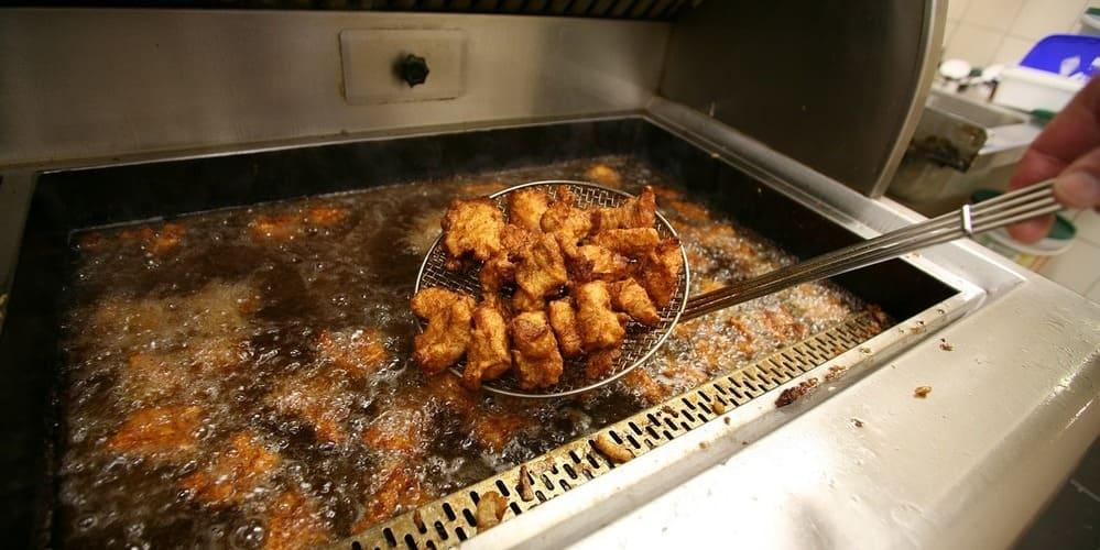 Kibbeling -pescado rebozado frito de los Países Bajos