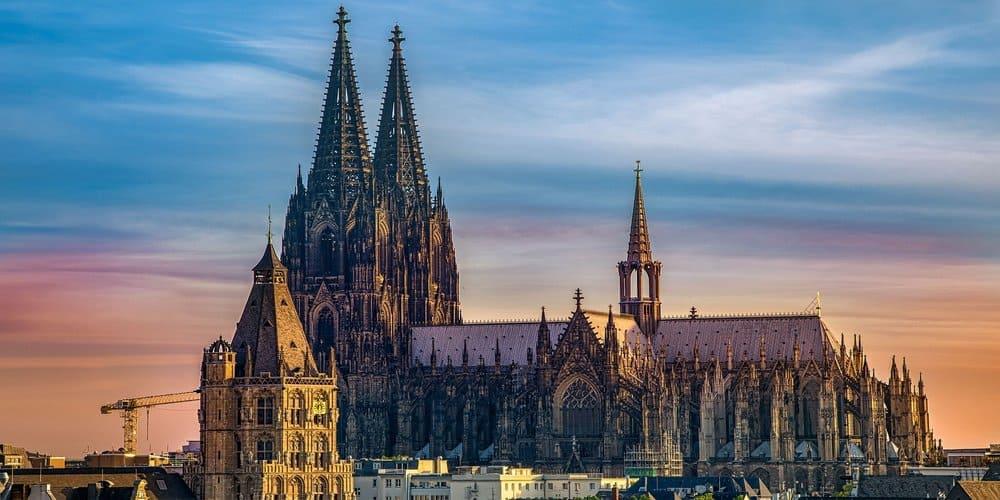 Visita en Colonia la Catedral más espectacular del mundo