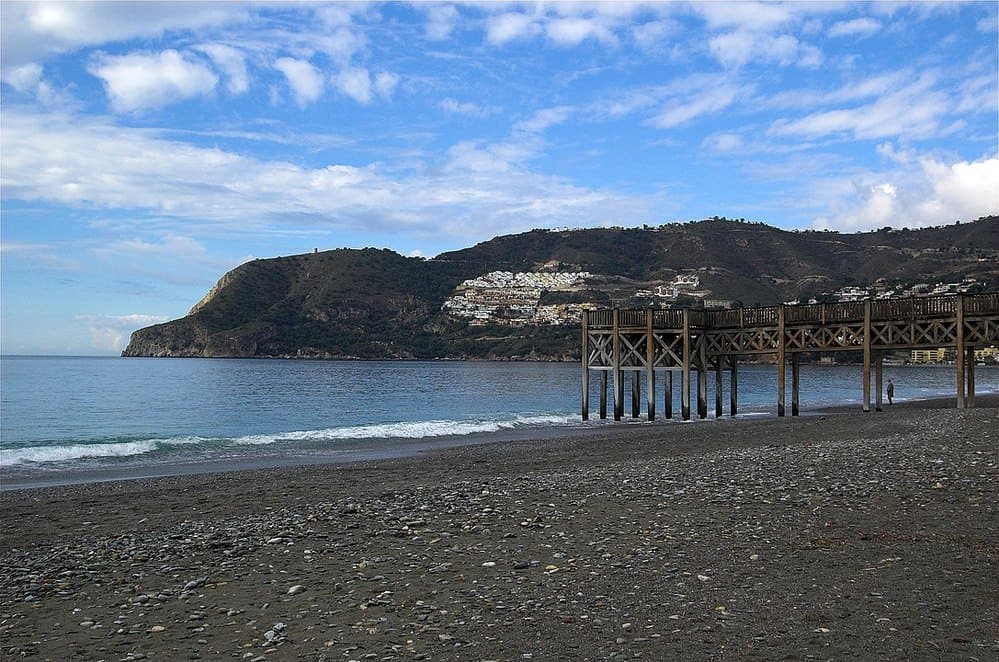 La playa de la herradura, famosa por su fondo marino