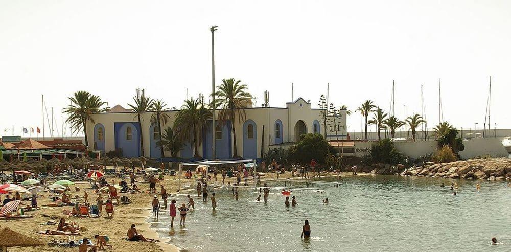 playa de el Faro en Marbella, una de las más centricas.