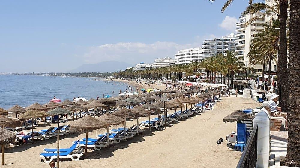 Playa de la fontanilla en el centro de Marbella