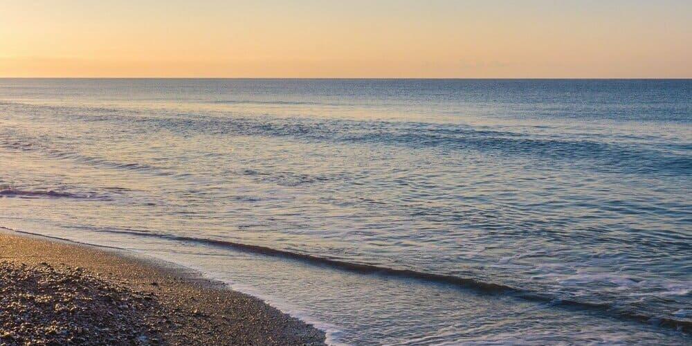 La playa de la Caleta es considerada una de las mejores playas de Málaga