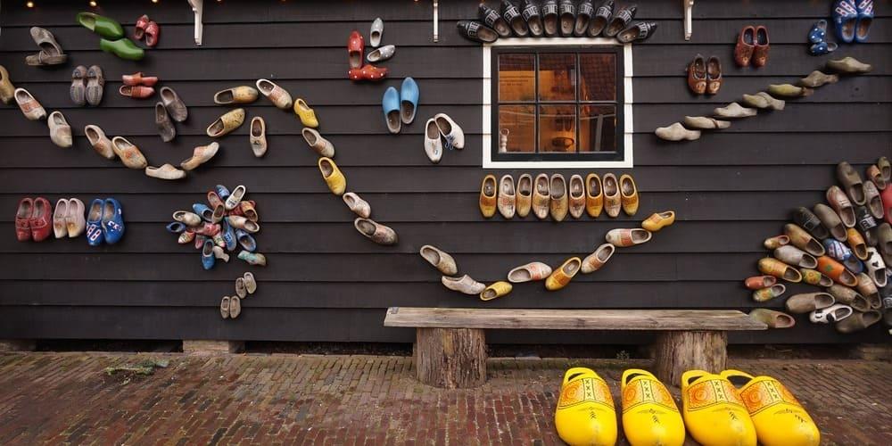 Zuecos de madera, un producto típico para comprar en la capital de Holanda