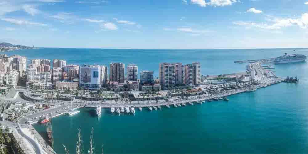 El puerto de Málaga en la comarca de Costa del Sol