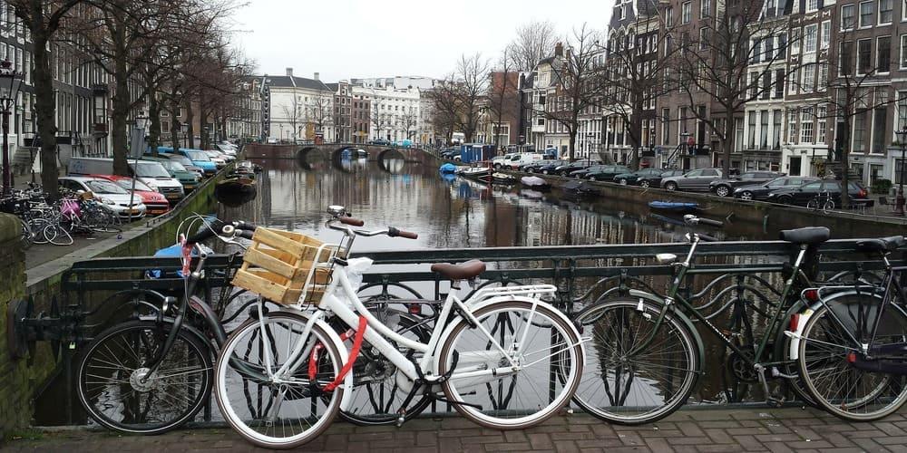 La bicicleta es el medio de transporte público de Amsterdam más utilizado