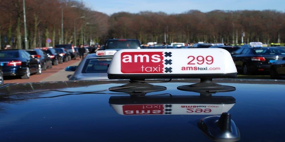 Letrero de taxi en Amsterdam