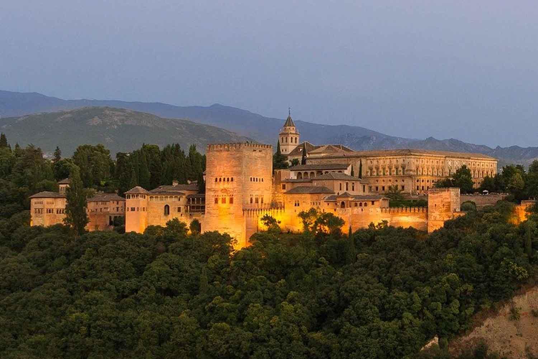 Visita nocturna a la Alhambra de Granada y jardines de Generalife