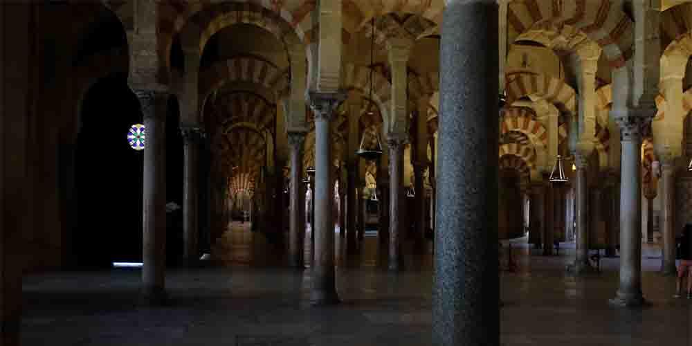 Los arcos característicos de la Mezquita de Córdoba.