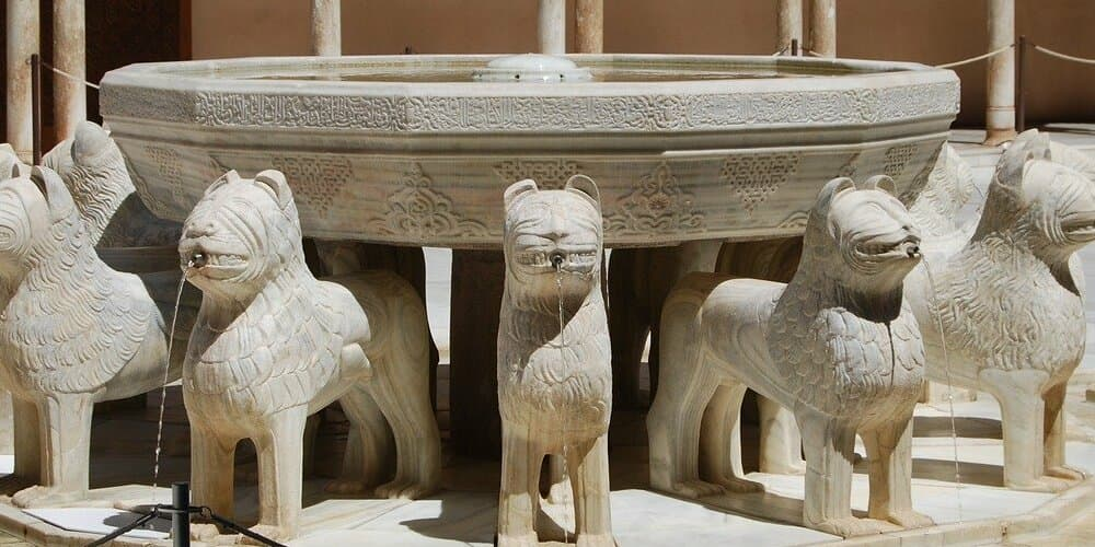 El patio de los leones es un punto clave para visitar la Alhambra
