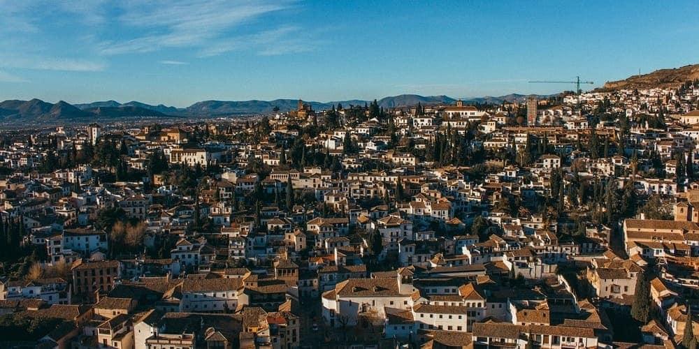 El Albaicín un barrio idel para alojarse en la ciudad de Granada de Andalucía