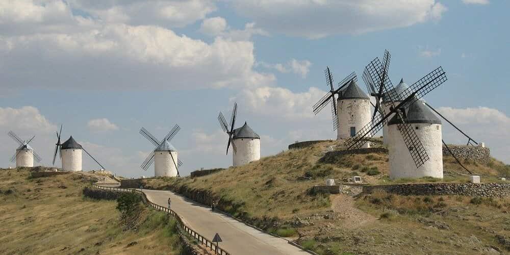 Los molinos de Consuegra son una visita imperdible que ver cerca de Toledo