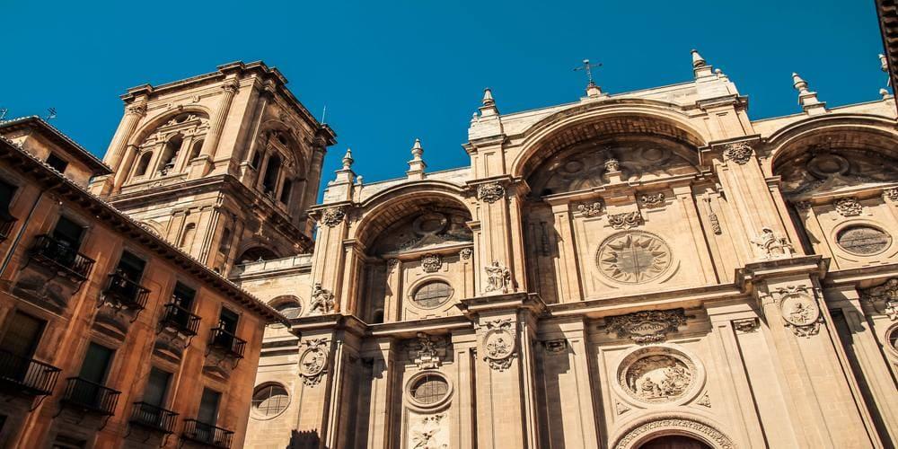 La Catedral de Granada es uno de los lugares más famosos