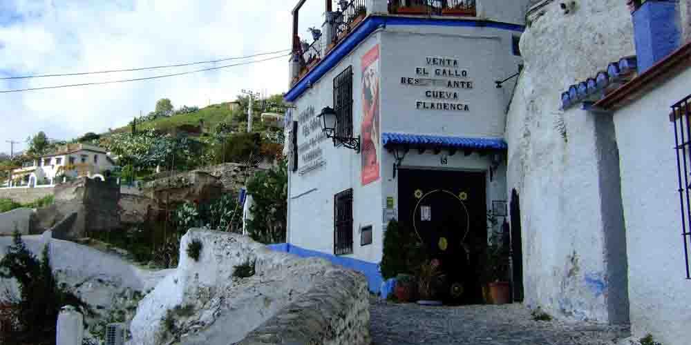 Cueva flamenca en el barrio de Sacromonte.