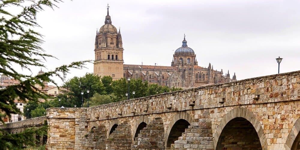 El puente romano es una de las cosas que ver en Salamanca en un dia