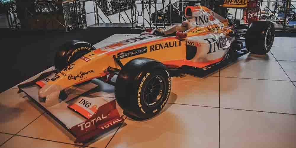 El coche de Fernando Alonso en el Museo Historia del Automovilismo de Salamanca.