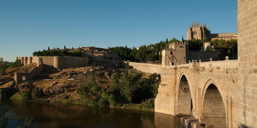 El Puente de Alcantara a la entrada de Toledo