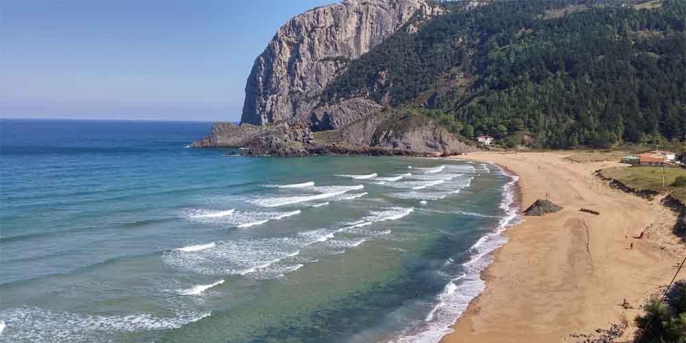 La playa de Laga en Urdaibai.
