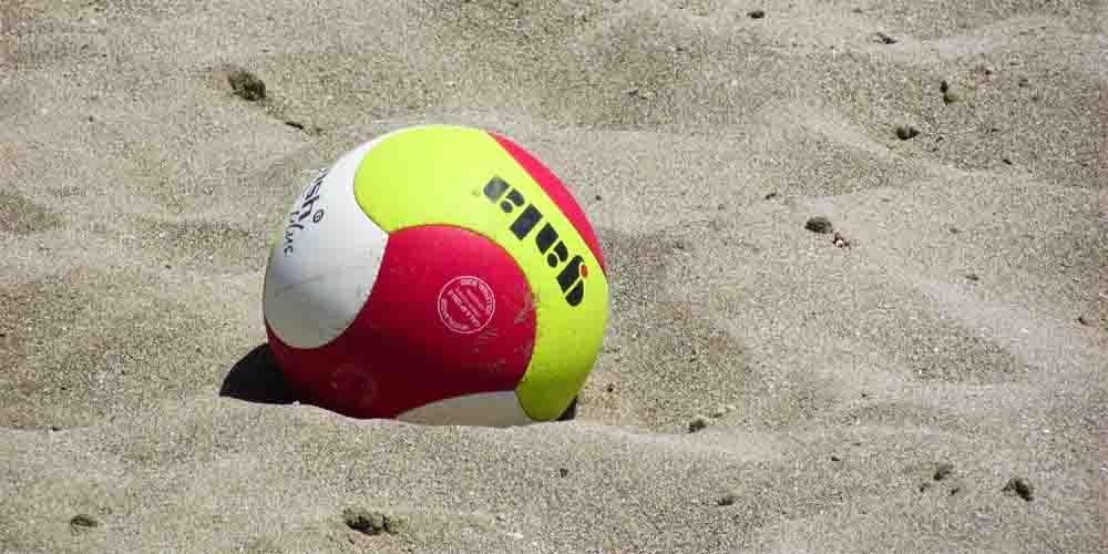 Voley y deportes de arena en las playas cerca de Bilbao.