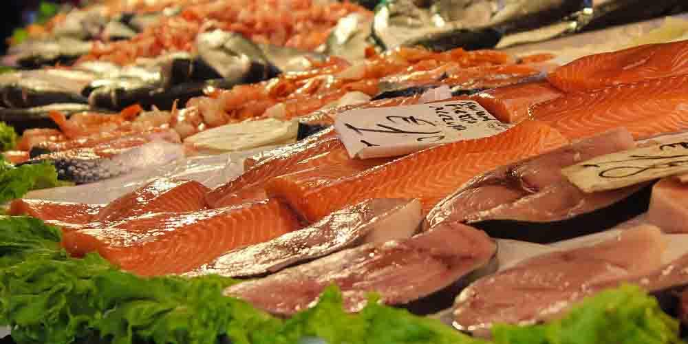Pescado fresco en el Mercado de la Ribera de Bilbao.