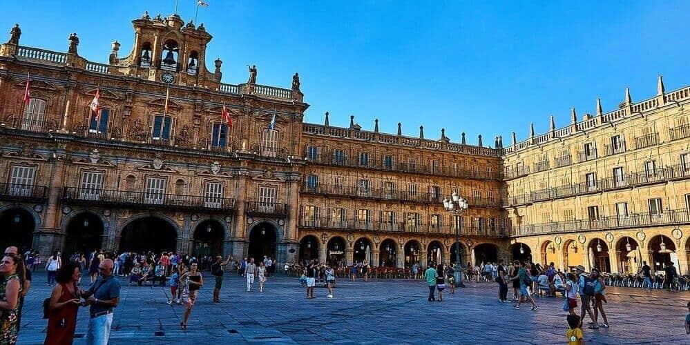 El casco histórico es una de las mejores zonas en donde dormir en Salamanca