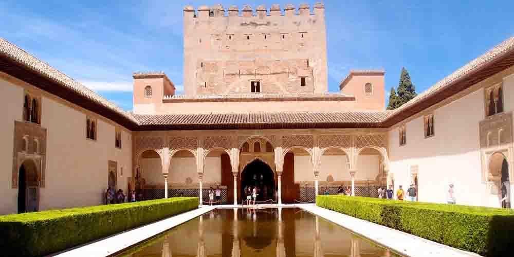 El Patio de los Arrayanes en el Palacio de Comares.