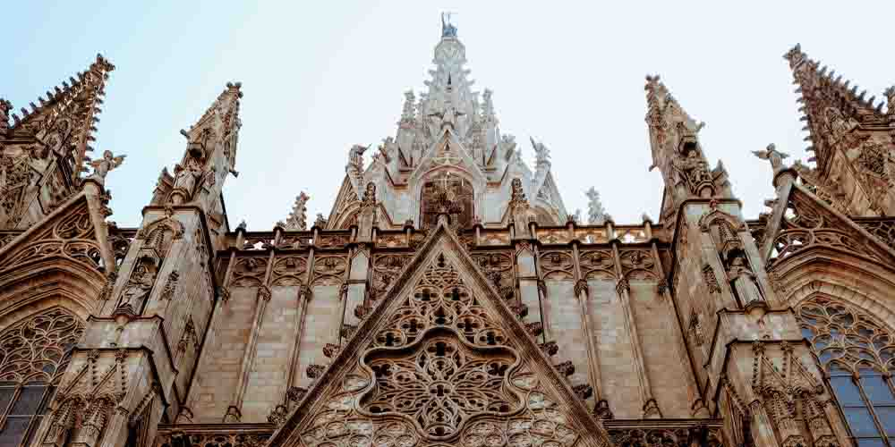 La Catedral de Barcelona en el Barrio Gótico.