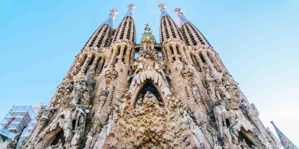 La Sagrada Familia, principal monumento que ver en Barcelona en 2 días.
