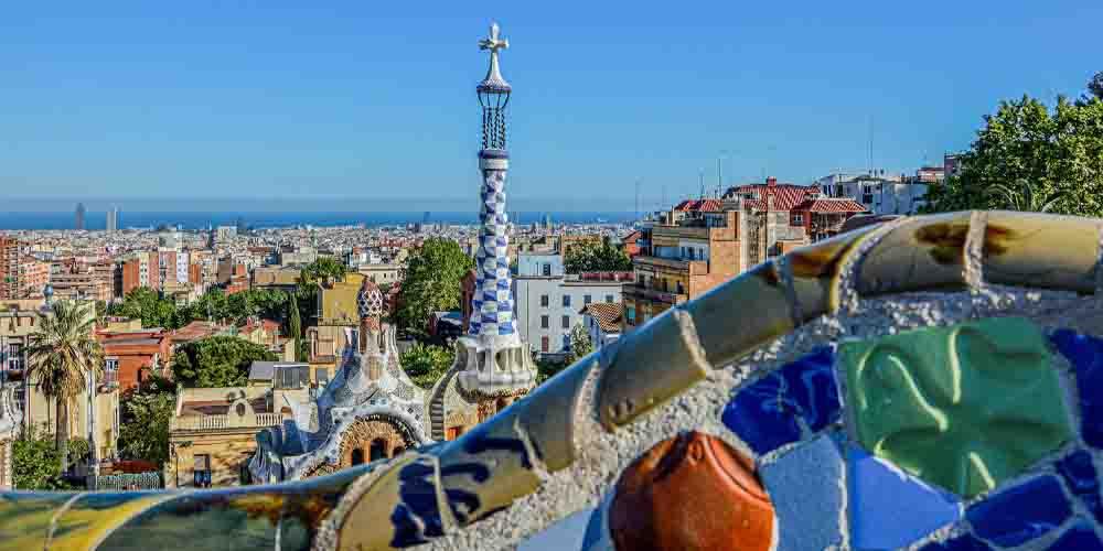 Vista del parque Guëll y sus monumentos para ver en Barcelona en 2 días.