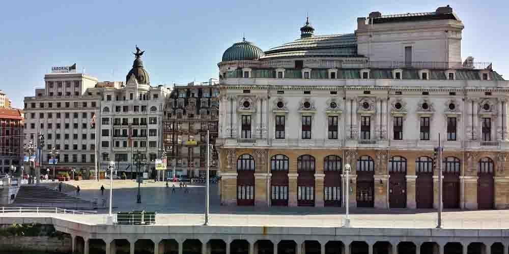 Teatro Arriaga en una ruta de lo que ver en 2 días en el casco antiguo de Bilbao.