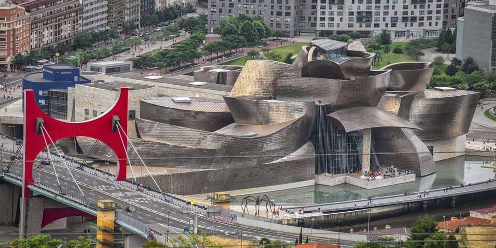 El Guggenheim es uno de los lugares que ver en Bilbao