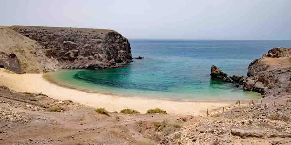 La playa del Papagayo para ver en Lanzarote con niños.