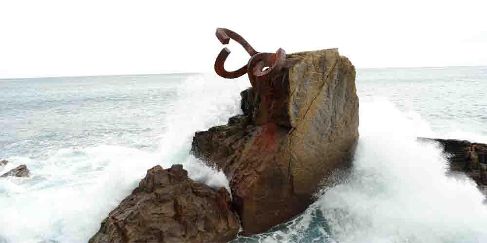 El Peine del Viento, parte del conjunto escultórico que ver en San Sebastián.