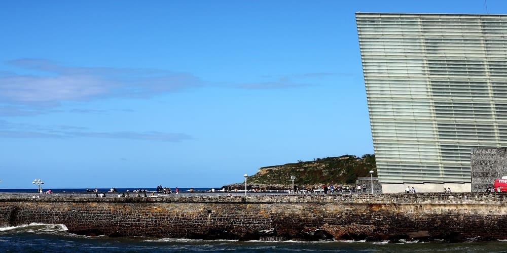 El Kursaal de San Sebastián y el paseo marítimo