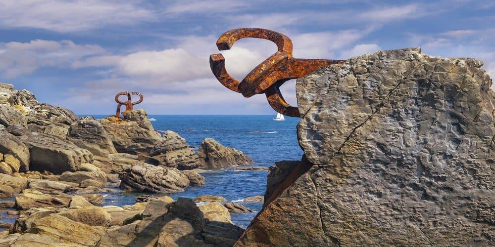 Esculturas en el Peine de los Vientos