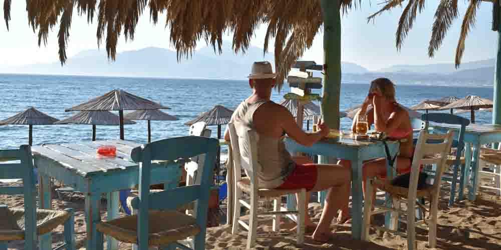 Chiringuito donde comer en Formentera en primera línea de playa.