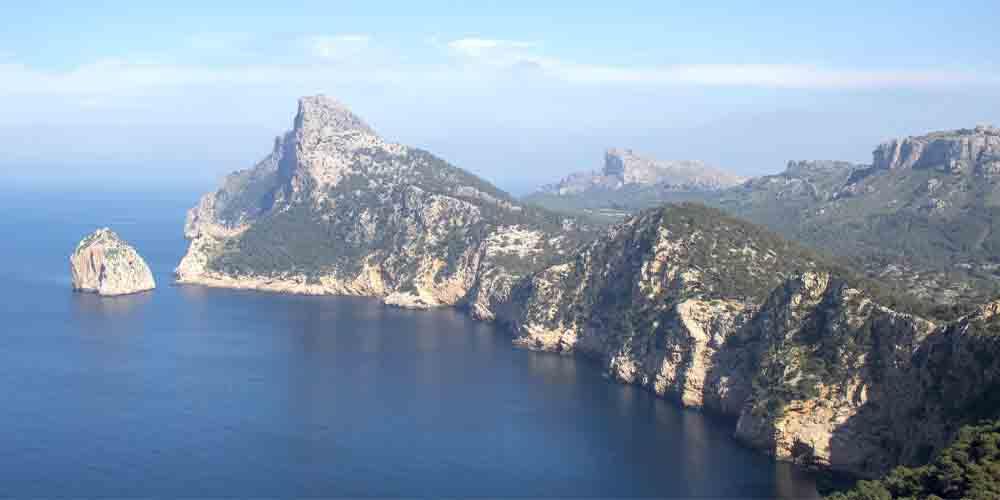 Excursiones en barco a la isla de Formentor desde Alcúdia en Mallorca.
