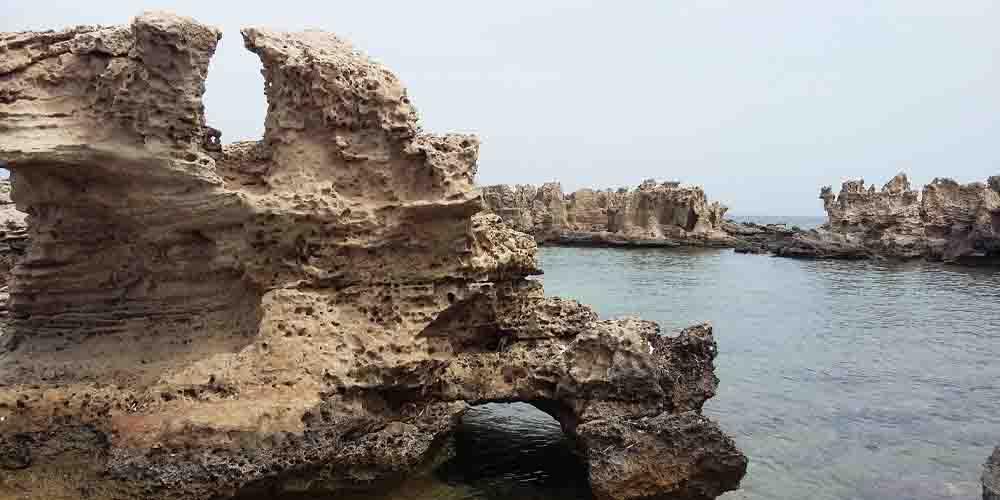 Formaciones de rocas en las mejores playas de Formentera.